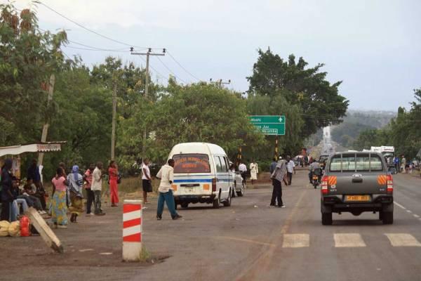 Arusha, Dala-dalas pick up passengers
