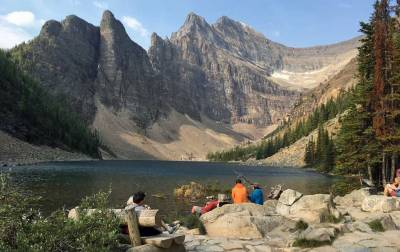 Banff Hiking Tour, Lake Agnes Hikers