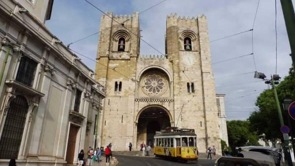 Lisbon Cathedral, Tram 28