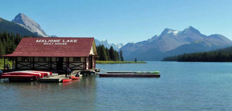 Maligne Lake Boat House, Jasper Tour
