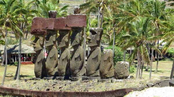Ahu Nau Nau, Anakena Beach, Easter Island Shore Excursion