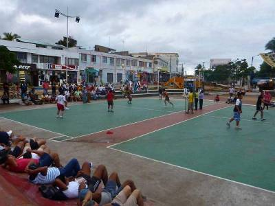 Ecua Volley, Nightly Gambling, Puerto Ayora Visit