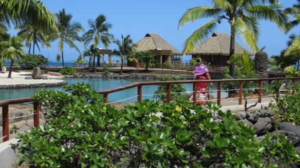 InterContinental Tahiti Review, Pathway to Overwater Bungalows