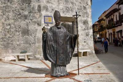 Monument to Visit of Pope John Paul II, Visit Cartagena, Colombia