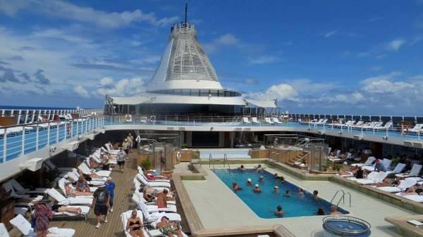 Oceania Marina Review, Pool Deck