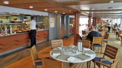 Oceania Marina Review, Waves Grill