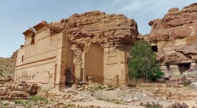 Qasr al-Bint, Temple of Dushares, Visit Petra