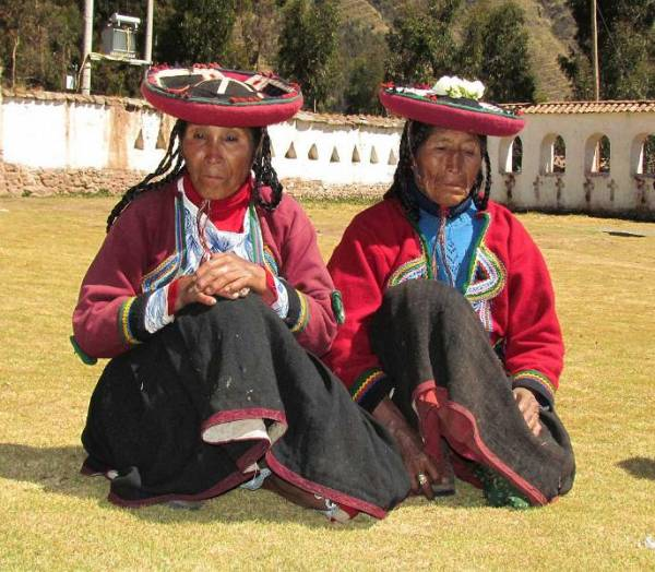 Mother and Daughter speak Quechua, Chinchero Community Visit