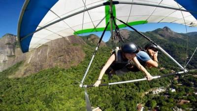 Pilot takes a Nap, Hang Gliding Rio