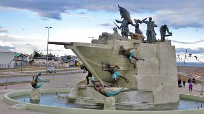 Tripulantes Goleta Ancud Monument, Visit Punta Arenas