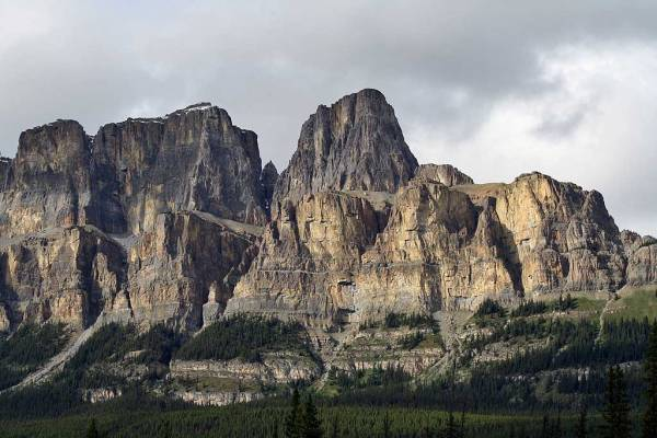 Castle Mountain, Hiking Johnston Canyon