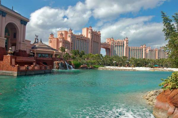 Atlantis Hotel Saltwater Aquarium Pool, Visit the Bahamas