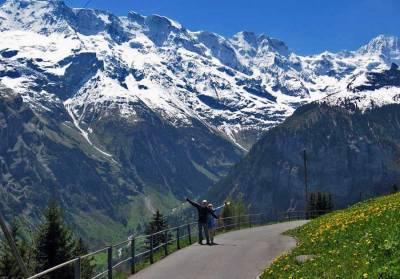 Walk from Mürren to Gimmelwald, Schilthorn Day Trip, Switzerland