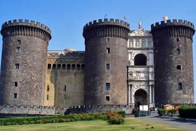 New Castle, Castel Nuovo, Visit Naples