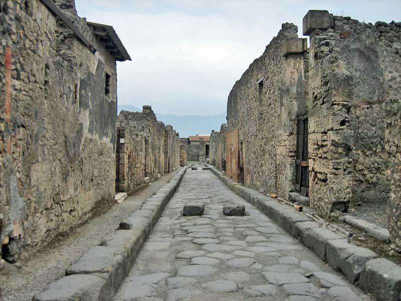 Two Way Chariot Street, Pompeii Day Trip