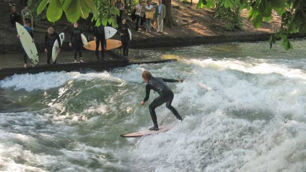 Eisbach River Surfers, Munich Layover