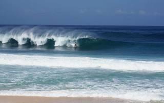 Banzai Pipeline Surfing