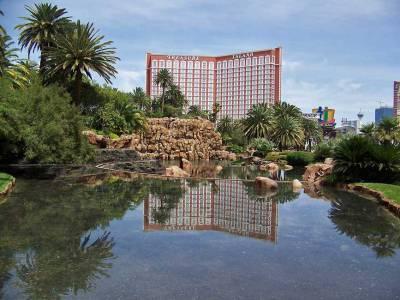Mirage Volcano & Treasure Island, Visit Las Vegas