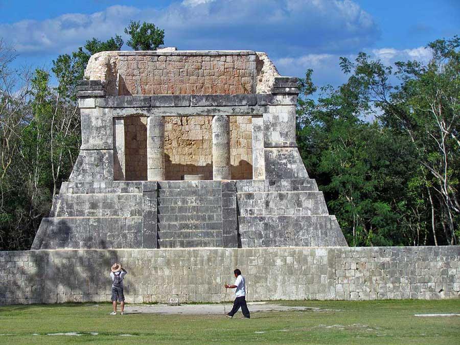 Great Ball Court, Chichén Itzá Tour