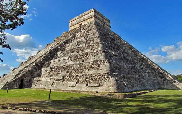 Kukulkan Pyramid, Chichén Itzá Tour, Riviera Maya