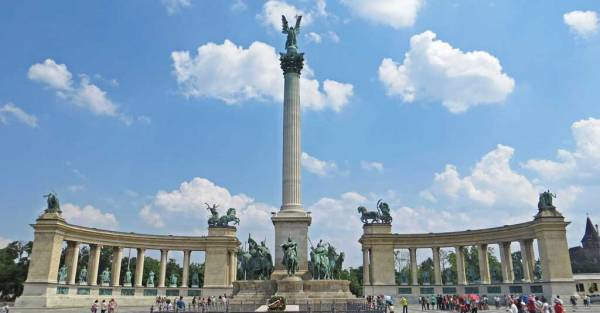 Heroes' Square, Visit Budapest