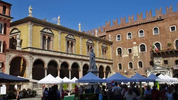 Piazza Erbe, Verona Visit