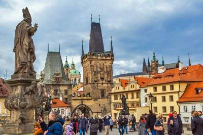Charles Bridge, Visit Prague