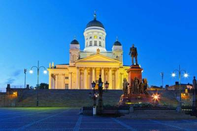 Helsinki Cathedral, Senate Square