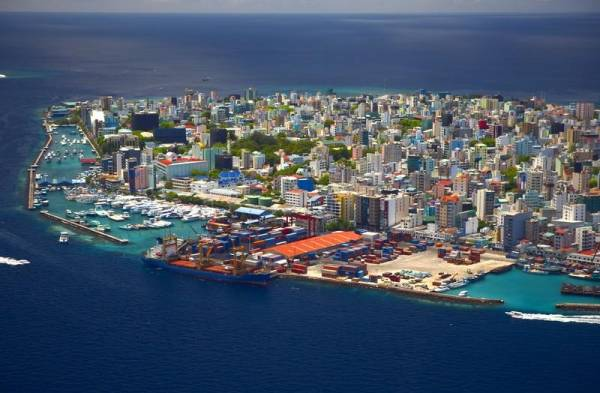 Malé Aerial, Visit the Maldives