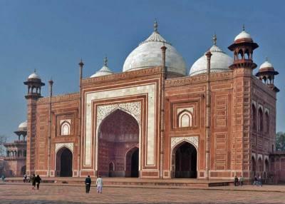 Mosque beside the Taj Mahal, Visit Agra