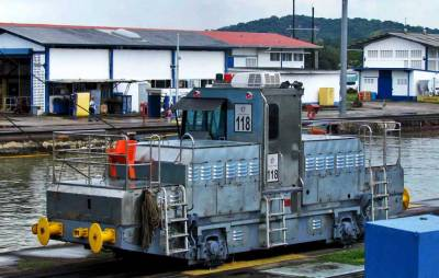 Train Engine used to Align Ships in Panama Canal