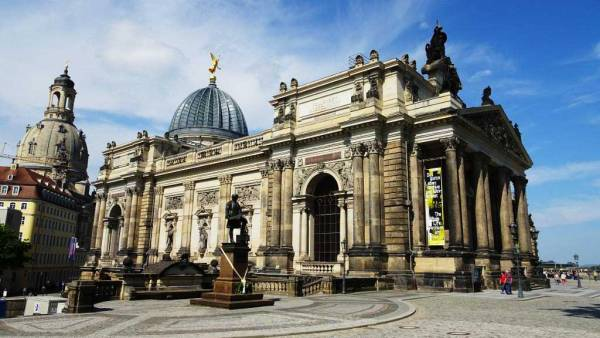 Academy of Fine Arts, Old Town, Touring Dresden