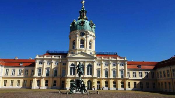 Charlottenburg Castle, Touring Berlin