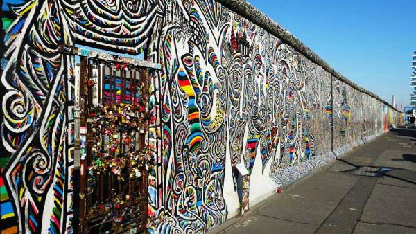East Side Gallery, Touring Berlin