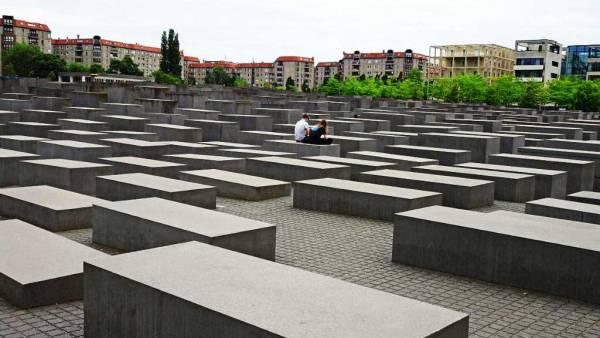 Murdered Jews Memorial, Touring Berlin