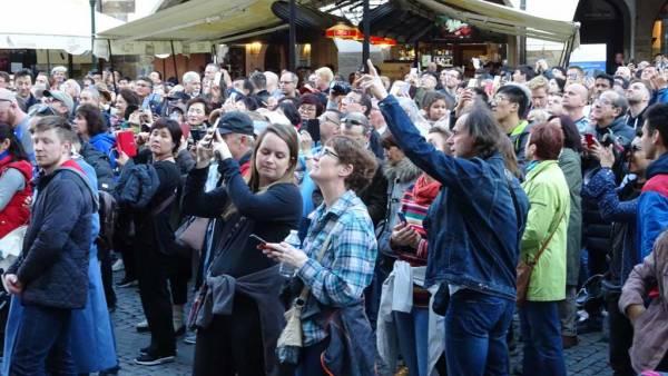 Tourists waiting for Astronomical Clock, Touring Prague