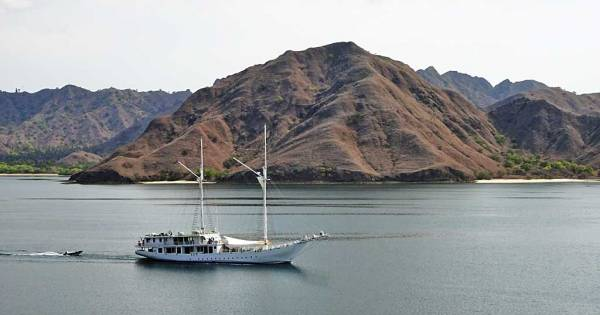 Sailboat Cruising Komodo Islands